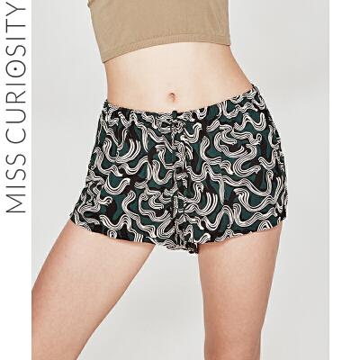好奇蜜斯睡裤夏短女宽松休闲薄裤衩外穿仿真丝睡觉冰丝家居短裤女 高饱和抽象图纹印花,增加艺术感。