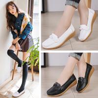 女式 新春大码女鞋护士鞋圆头休闲舒适单鞋防滑橡胶底坡跟大码妈妈鞋