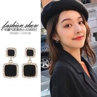 大气黑色耳钉女气质韩国简约会动的耳坠2018新款时尚耳夹纯银耳环