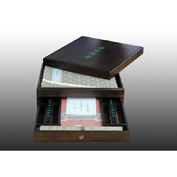 清宫戏画 清宫戏画深藏故宫,百年以来首次面世。木盒线装精美绝伦,盛世典藏再现原貌。