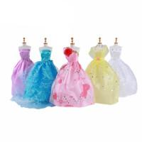 芭比娃娃的衣服和鞋子 娃娃衣服裙子女孩过家家换装玩具多款时尚婚纱礼服长短裙配饰 只卖衣服(不含模特)