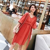 七格格连衣裙女2019新款夏季韩版V领显瘦宽松潮学生短款红色裙子