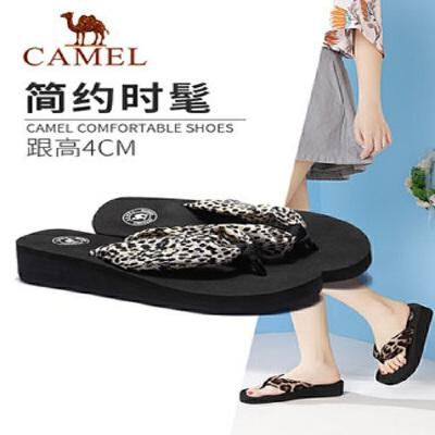 骆驼2019夏季新品时尚休闲豹纹厚底人字拖坡跟凉拖鞋外穿