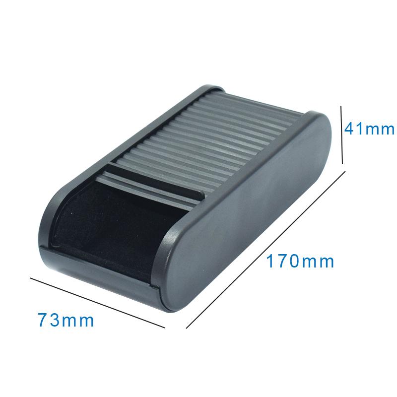 车载收纳盒眼镜盒车用仪表台置物零钱盒带盖储物盒手机架汽车用品