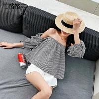 七格格一字肩露肩上衣女短袖2019新款夏装韩版显瘦泡泡袖格子衬衫