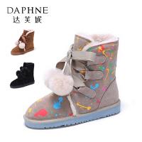 Daphne/达芙妮冬款平跟短靴俏皮毛球系带加绒雪地靴女