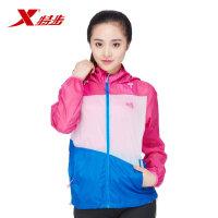 【顺丰快递】特步 运动时尚户外跑步健身防风耐磨透气女款皮肤风衣