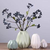 欧现代简约客厅茶几餐桌软装饰品折纸陶瓷摆件干花插花花器花瓶时尚家居用品四款一 (含三支短蓝莓果)
